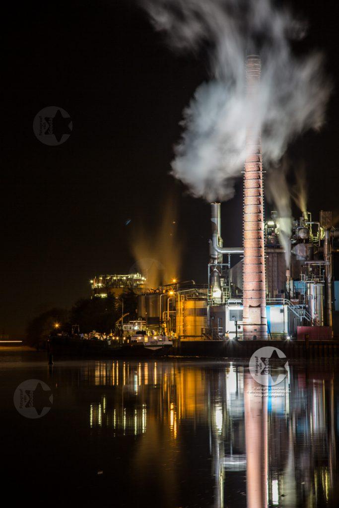 Fabriek langs de IJssel - fotograaf Gouda - bedrijfsfotografie